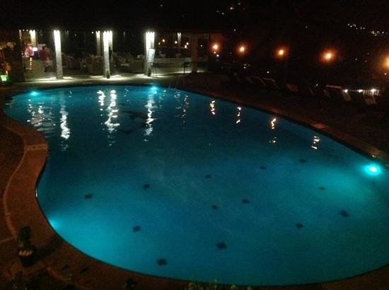 hotel thilanka swimming pool by night