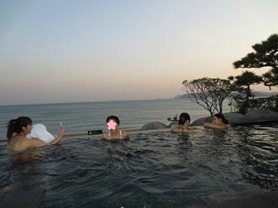Paradise Hotel Busan: オーシャンスパ・夕陽を眺めながら