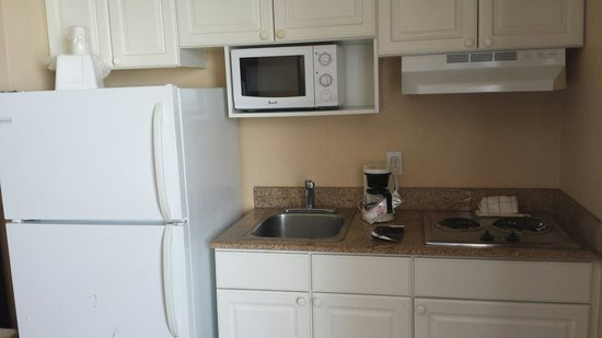 Lexington Inn & Suites : Our kitchen area,  just perfect for what we need!