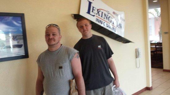 Lexington Inn & Suites : Lobby