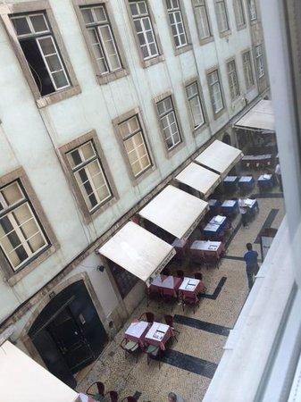 Hotel Santa Justa: Restaurants starting to open around 10-11am