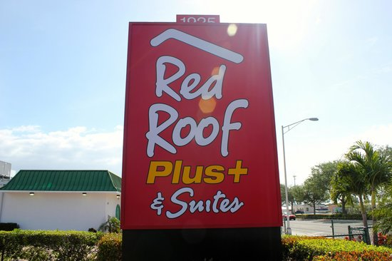 Red Roof Plus+ and Suites Naples : Hotel exterior
