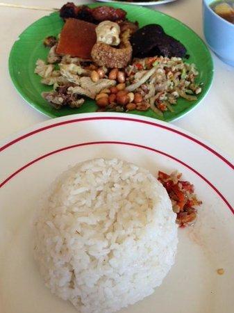 Babi Guling Sanur: delicious plate of babi guling