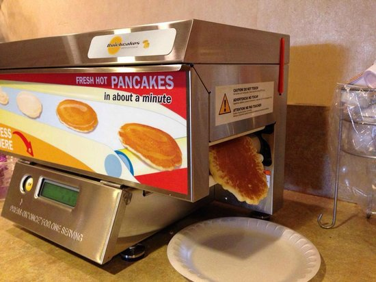 The Palms Oceanfront Hotel: Pancake Machine!  So fun!