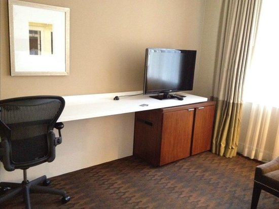 Renaissance New Orleans Pere Marquette French Quarter Area Hotel: Big desk space to spread out but spartan