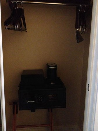 Renaissance New Orleans Pere Marquette French Quarter Area Hotel : Odd and inconvenient placement of the coffee machine and safe