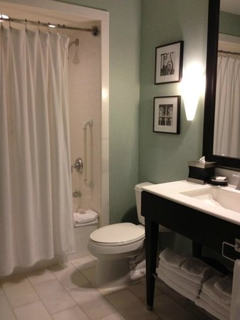 Renaissance New Orleans Pere Marquette French Quarter Area Hotel : Spacious and homey bathroom