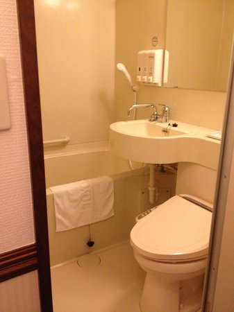 Toyoko Inn Osaka Itami Airport: Toyoko Inn Osaka Itami, Bathroom