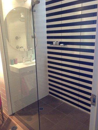QT Gold Coast: Shower
