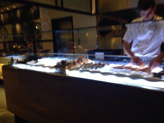 Bazaar at the QT Hotel: Fresh seafood