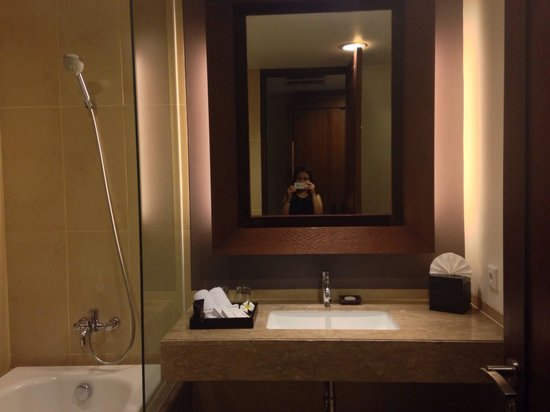 Sun Island Hotel & Spa Kuta: bathroom