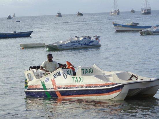 Praia Canto: Táxi barco