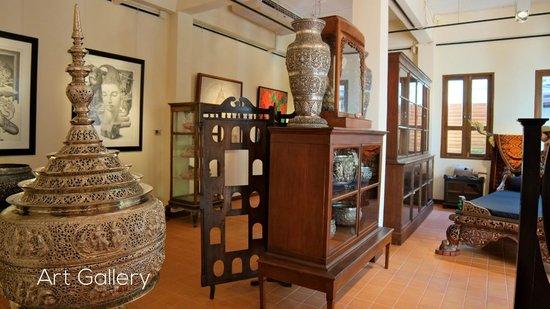 De Naga Hotel : Art Gallery