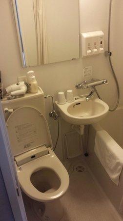 E Hotel Higashi Shinjuku: toilet