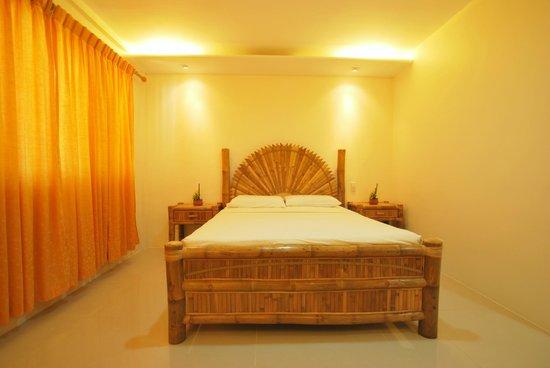 Malapascua Exotic Island Dive & Beach Resort: Deluxe Aircon Room