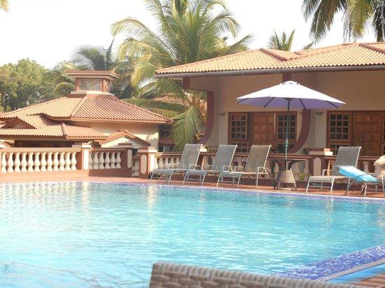 Leoney Resort: poolside the best