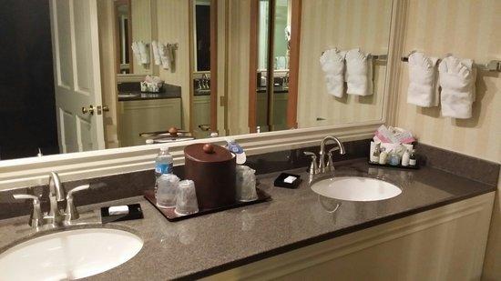 Best Western Plus Carriage Inn : En suite bathroom