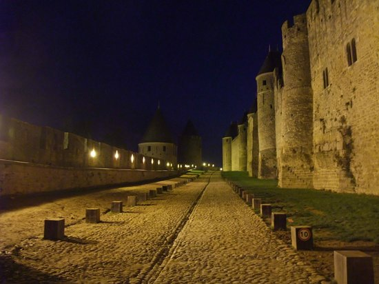 CHÂTEAU ET REMPARTS DE LA CITÉ DE CARCASSONNE : Carcassonne Cite at Night