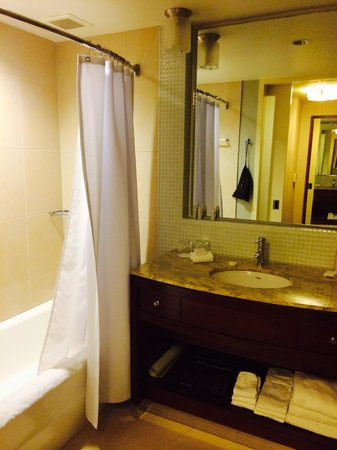 InterContinental San Francisco: Straight forward bathroom