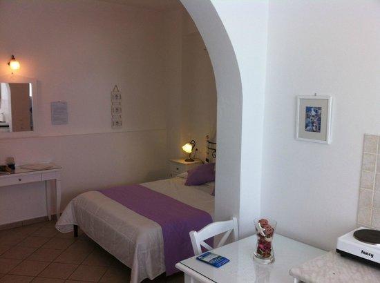 Reverie Santorini Hotel: An unbelievably beautiful suite.