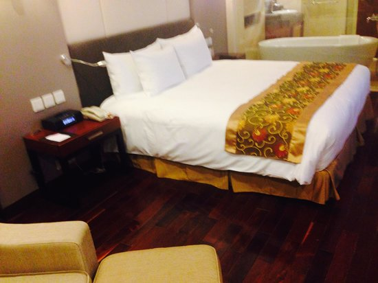 Crowne Plaza West Hanoi: Comfortable bed