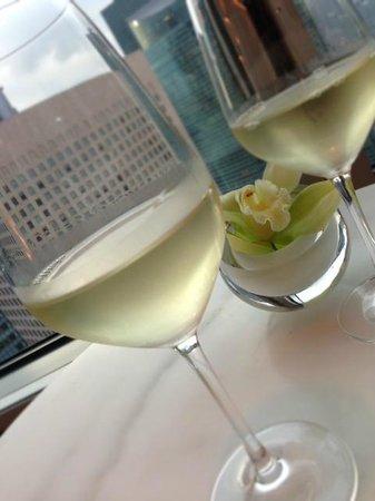 Conrad Tokyo: ラウンジでのワイン