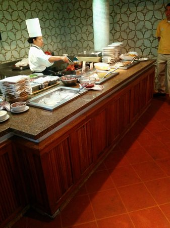 Buenaventura Grand Hotel & Great Moments All Inclusive: Omelette Station