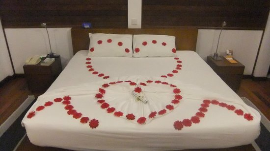 Cinnamon Hakuraa Huraa Maldives: Our Bedroom Decoration For My Wife Birthday