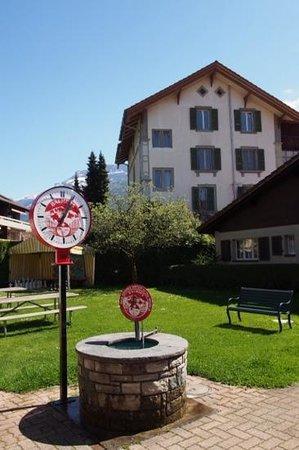 Balmer's Hostel: backyard