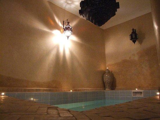 Riad Imilchil : Vasca d'acqua nel cortile interno