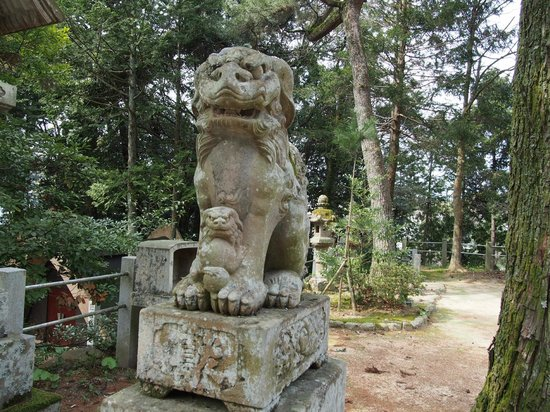 Tamatsukuriyu Shrine: 親子の狛犬