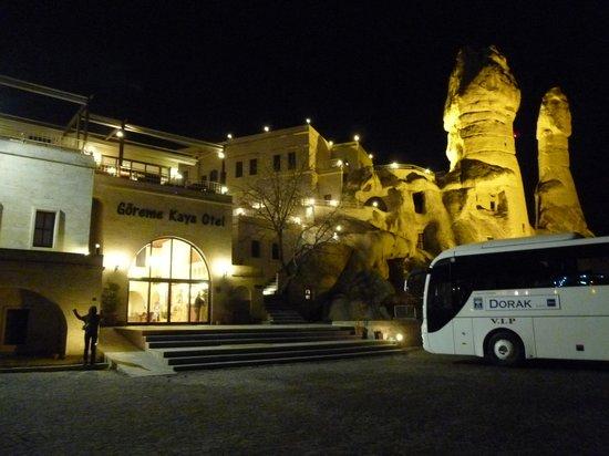 Goreme Kaya Hotel : ライトアップのホテルはすばらしい
