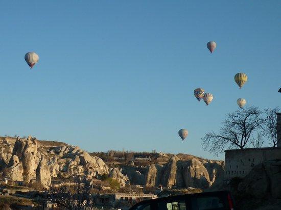 Goreme Kaya Hotel : ホテルから沢山の気球が見えます