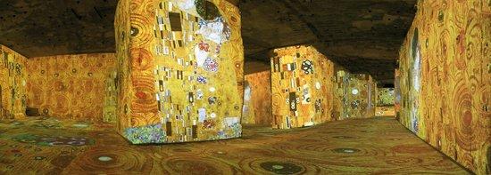 Carrières de Lumières : Klimt et Vienne, un siècle d'or et de couleurs - Le Baiser