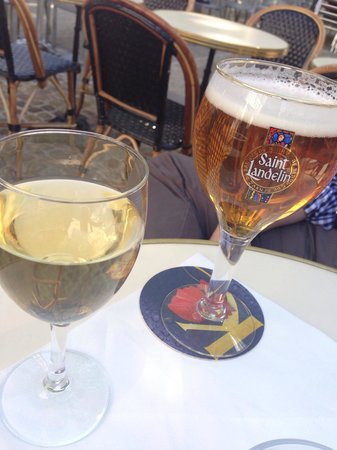 Macadam Bistrot : Wine and Beer in the Courtyard Patio