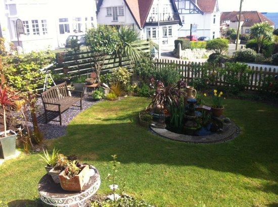 Bosanneth Hotel: Beautiful garden overlooking the sea