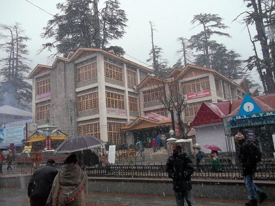 Citrus Manali Resorts: Snowfall at Mall Road
