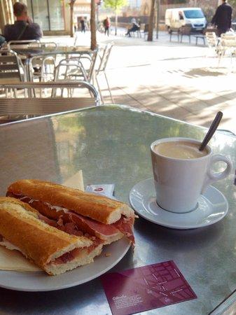 Caleuche: Mijn ontbijt, zo standaard dat hij het de 3e keer zelf wist :-)