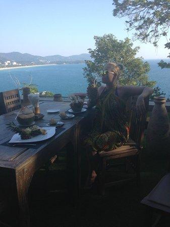Secret Cliff Resort: Вид из ресторана (на фоне виднеющегося вдалеке пляжа Карон)