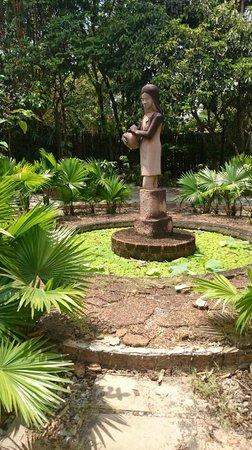 Palm Village Resort & Spa: Statue of Palm Village