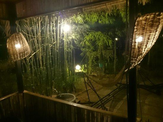 Palm Village Resort & Spa: Poolside Dining