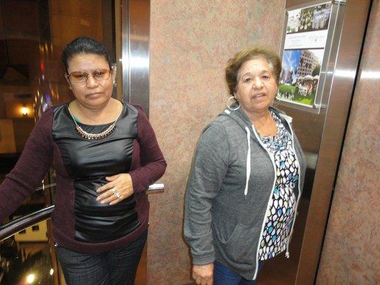 Hotel Pueblo Amigo Plaza & Casino: Esperando el elevador