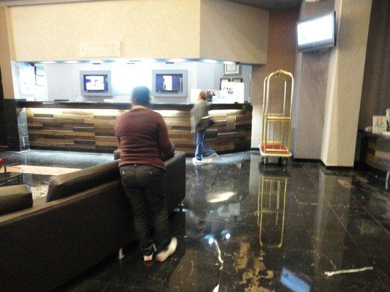 Hotel Pueblo Amigo Plaza & Casino: Recepcion