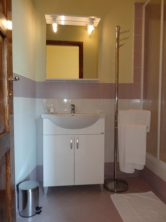 "Bed & Breakfast La Tavernetta : "" I LIMONI "" bagno privato interno"