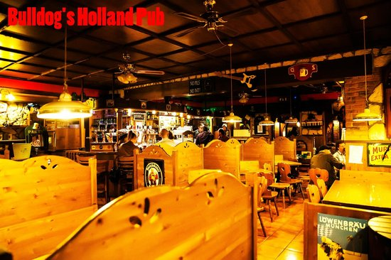 Bulldog's & Holland Pub