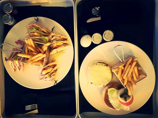 The Hotel - Brussels: Room Service