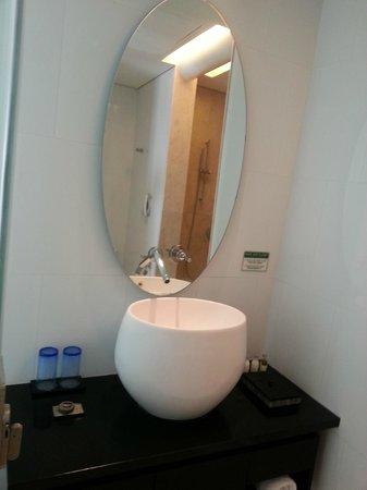 Padma Hotel Bandung: Toilet