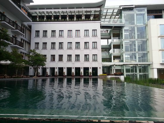 Padma Hotel Bandung: Pool