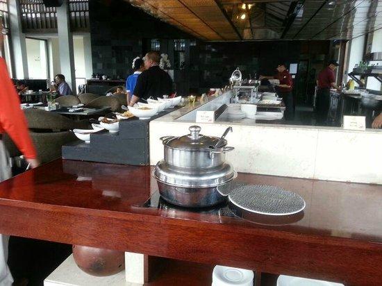 Padma Hotel Bandung : Breakfast Spread