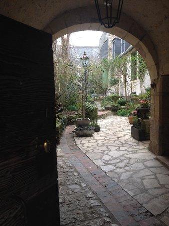 Hotel de la Chasseigne: L'entrée de l'hôtel particulier